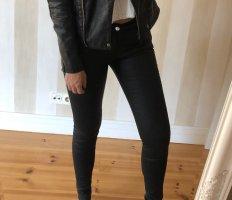 Schwarze Lederhose