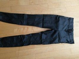 schwarze Leggings aus Kunstleder