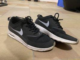 Schwarze Nike Sneaker