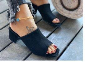 Sandały klinowe na obcasie czarny