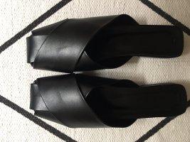 Schwarze Pantoletten sattes Schwarz Steppmuster