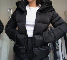 Schwarze Puffer Jacke mit abnehmbarem Fellkragen