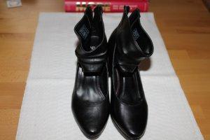 Schwarze Pumps mit breitem Fesselband; Größe 40; Leder; 1 x getragen