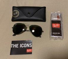 Schwarze Ray Ban Aviator Sonnenbrille mit dunkelgrünem Rahmen