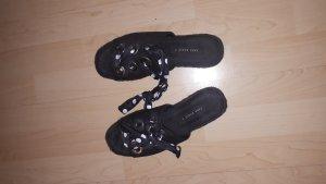 schwarze Sandalen von Leggins