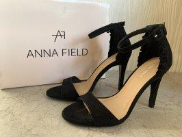Schwarze Sandaletten High Heels