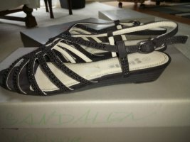 schwarze Sandaletten mit geringer Ansatzhöhe u Strass