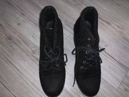 Schwarze Schuhe mit Absatz
