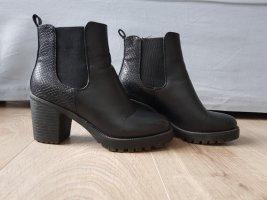 Schwarze Schuhe von Mode Queen.