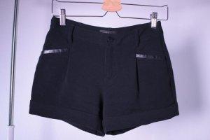 schwarze Short Hose Stoff mit Kunstleder Business Look