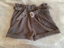 Schwarze Shorts mit hoher Taille