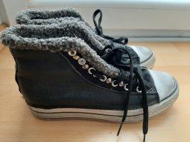 Schwarze Sneaker mit Glitzer und Nieten von Ovyé