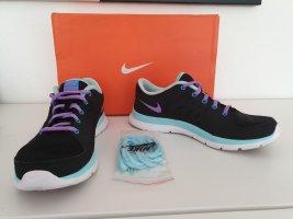 schwarze Sneaker von Nike