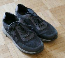 Schwarze Sneakers mit Glitzer