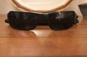 Schwarze Sonnenbrille von Guess