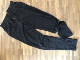 Schwarze Stoffhose - locker - S