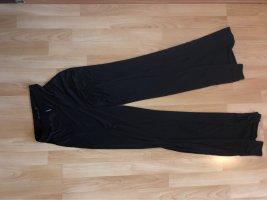 Schwarze Stoffhose mit hohem Schlitz vorne