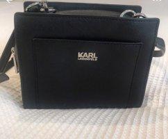 Schwarze Tasche der Marke Karl Lagergeld