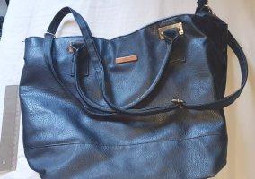 Schwarze Tasche leichte Gebrauchsspuren