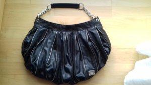 Schwarze Tasche mit Reißverschlüssen