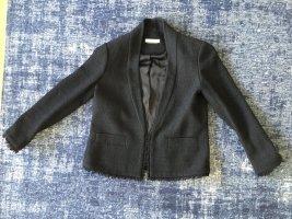 schwarzer Blazer im Chanel Look