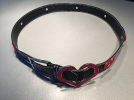 Schwarzer Gürtel mit roten Herzen von RENA LANGE