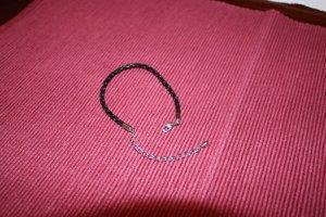 Schwarzes Armband -