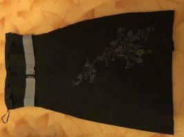 Schwarzes Kleid von Vero Moda mit Stickerei