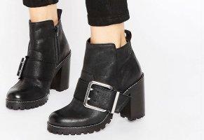 Sehr schöne Ankle Leder- Boots mit Absatz