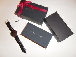 Sehr schöne Daniel Wellington Armbanduhr mit schwarzem Lederarmband