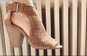 Sehr schöne Sandalen mit Absatz Von JustFab