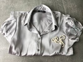Seidenbluse in Silber — Caractère