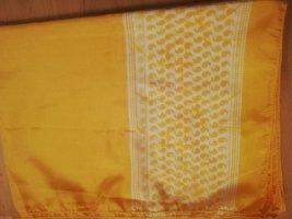 Sciarpa di seta giallo-oro