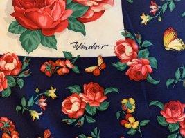 Seidentuch Windsor Blauer Rand mit Weißem Grund und tollen Rosenblüten in allen Grundfarben..