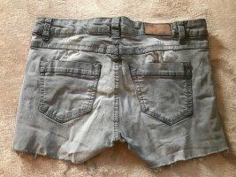 Selbst gebastelte kurze Hot Pants, Gr. 36/38, Driginal Demin, FB Sister grau