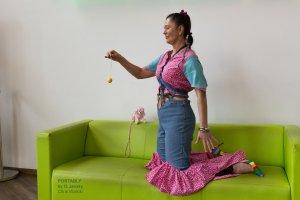 Sukienka ze stretchu różowy neonowy-chabrowy Tkanina z mieszanych włókien