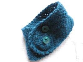 Écharpe en tricot bleu pétrole