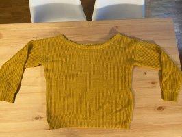 Senfgelber Pullover mit weitem Kragen