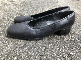 Servierschuhe oder Eleganter schwarzer Schuh