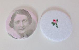 Set Nostalgie Brosche Button Rosa Blüte Tulpe Anstecker Anstecknadel Shabby Stickerei Statement Schmuck Frauenportrait Dots Nostalgie
