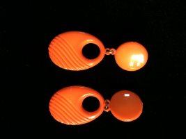 Clip d'oreille orange fluo