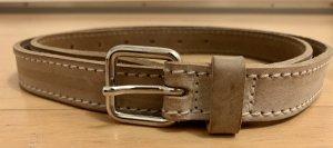 SF Cinturón de cuero beige-color plata