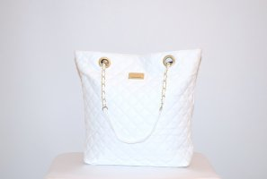 Shopper im Coco Chanel- Look