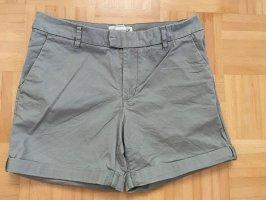 H&M Shorts sage green