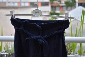 Short mit Stoffgürtel und Seitentaschen