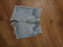 Bershka Pantaloncino di jeans blu pallido-azzurro
