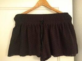 Shorts / Hosenrock mit Lochmuster in Lederoptik mit Taschen
