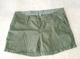 Shorts in khaki oliv grün 40 low waist rise