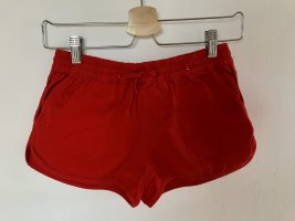 Shorts in rot