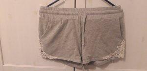 Shorts mit gehäkelter Spitze